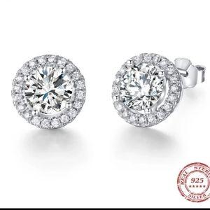 Gorgeous Diamond Studs